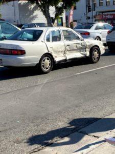 海外にあったボコボコの車